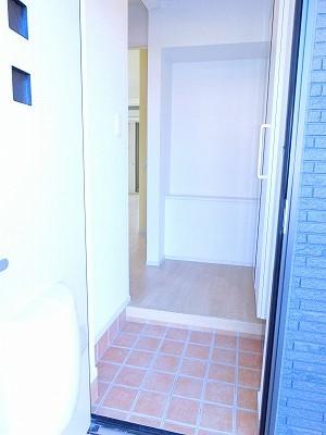 エリーサB 01010号室の玄関