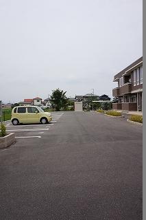 エリーサB 01010号室の駐車場