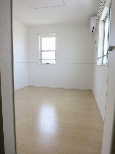 アルテーアB 201号室のベッドルーム