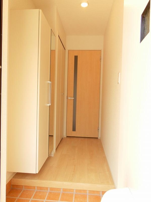 フィールドビーチ アマナ Ⅰ 01030号室の玄関