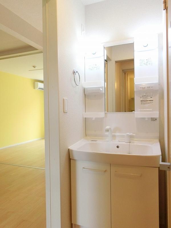 フィールドビーチ アマナ Ⅰ 01030号室の洗面所