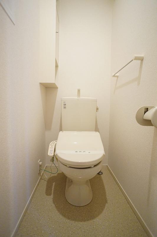 シャルマン A 201号室のトイレ