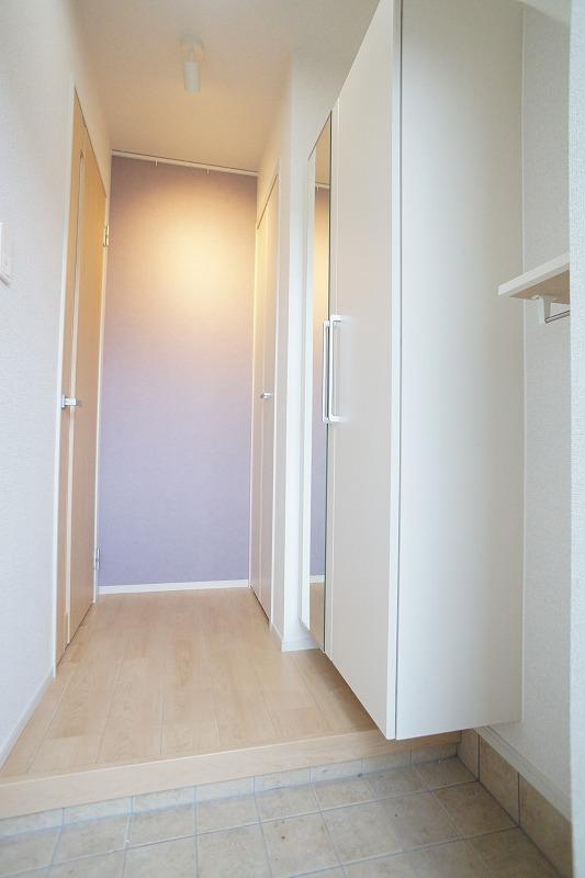 フィリアB 01010号室の玄関