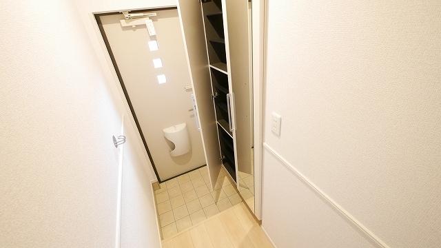 インペリアルB 02020号室の玄関