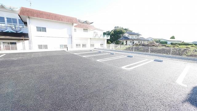 インペリアルB 02020号室の駐車場