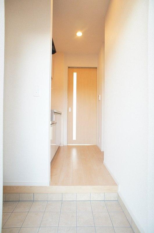 ゆりの木・Ⅵ 01010号室の玄関