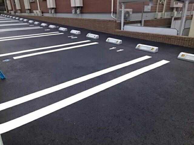 レ ミュー 02020号室の駐車場