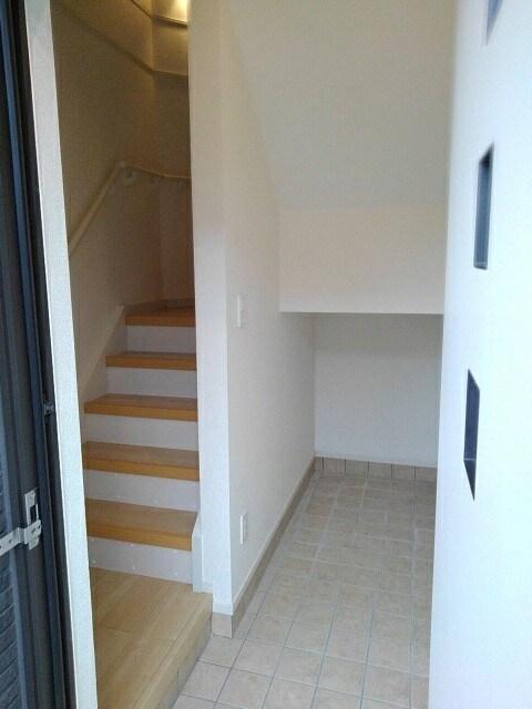 ベレッツァ レガーロ 304号室の玄関