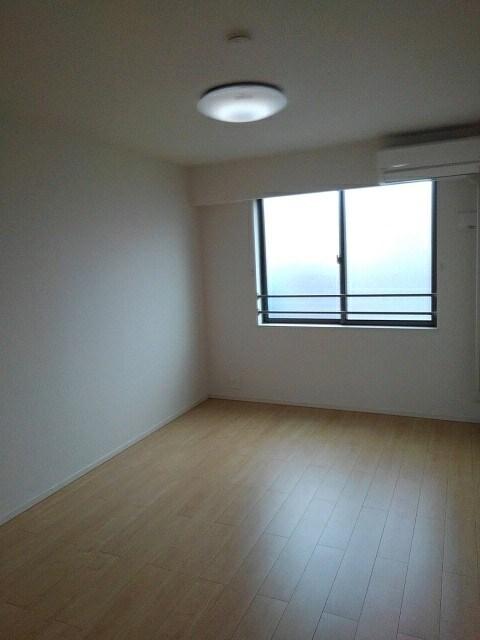 ベレッツァ レガーロ 304号室のベッドルーム