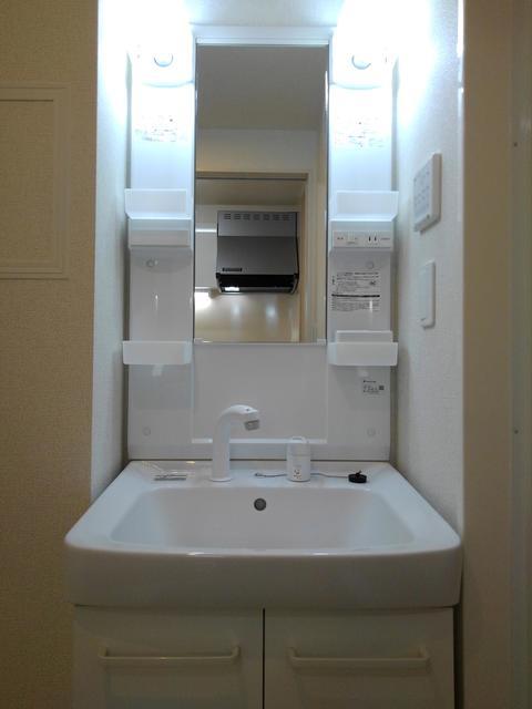 エラーブル港南 202号室の玄関