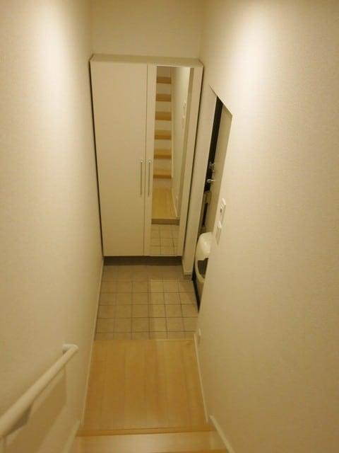 スカイ ピース ロード 203号室の玄関