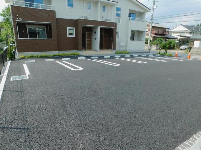 メゾン・ド・yu Ⅱ 01010号室の駐車場