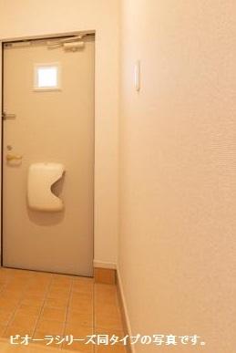 サンフラワー 102号室の玄関