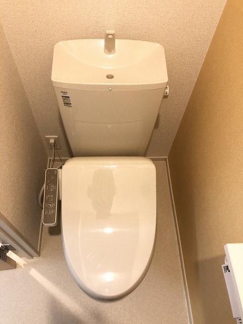 メゾンシャルムⅠ 01020号室のトイレ