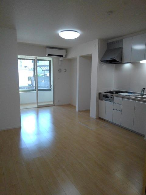仮)仲町2丁目アパート 01020号室のリビング