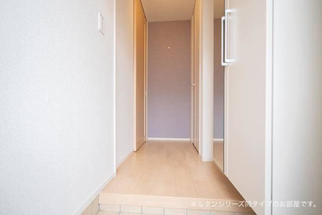 プレジール 01010号室の玄関