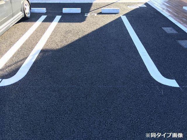 ストーン ケイプB 02010号室の駐車場