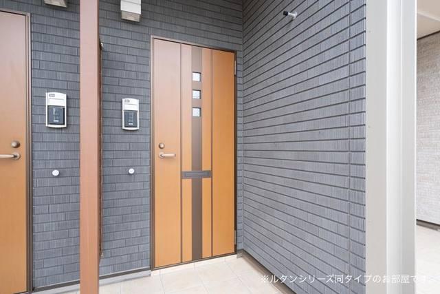 ベルグ しらゆり 104号室の玄関