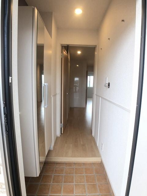 ベラカーサ プリモ 103号室の玄関