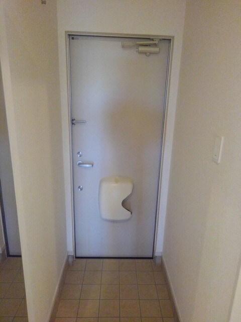 シダーコート 103号室の玄関