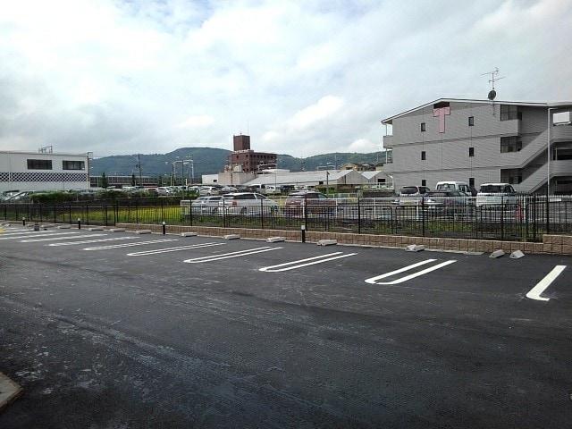 フルール小柳 203号室の駐車場