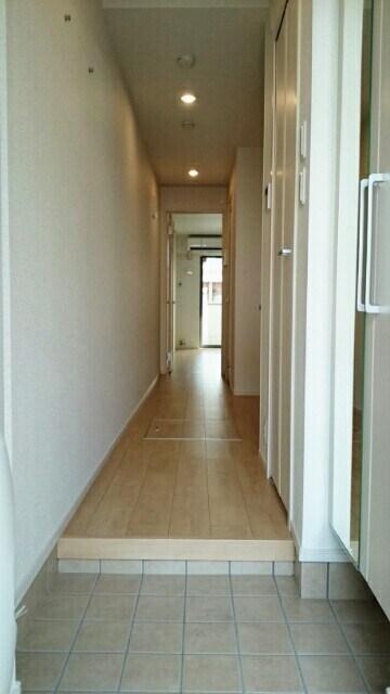サニーウェル 101号室の玄関