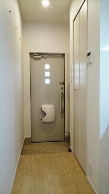 サニーウェル 105号室の玄関