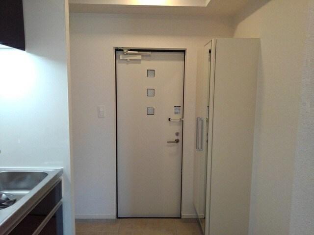 グリシーヌ 201号室の玄関
