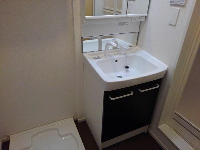ヴィラ・サンセールⅡ 108号室の洗面所