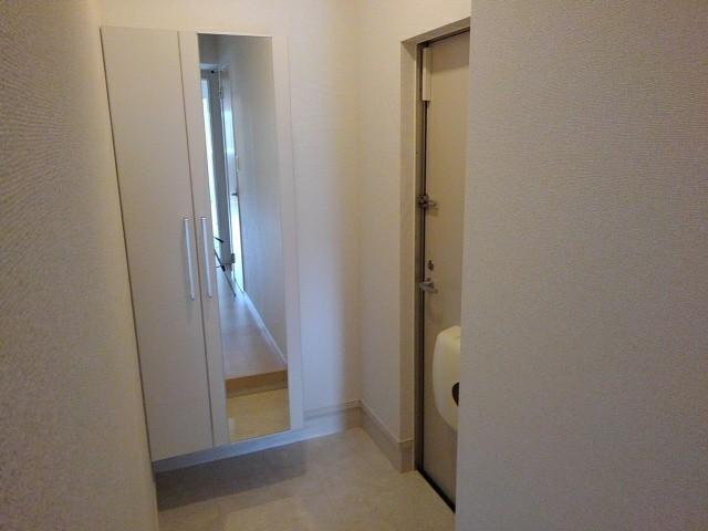 ヴィラ・サンセールⅡ 108号室の玄関