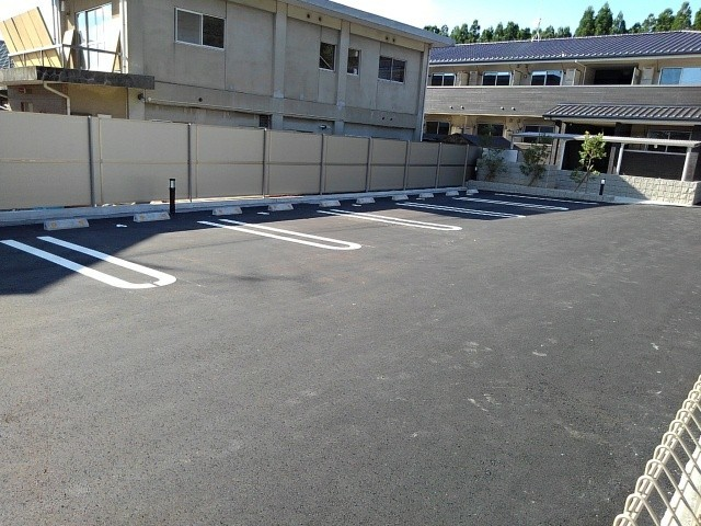 ヴィラ・サンセールⅡ 108号室の駐車場