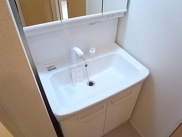 メゾンプリンスJ 108号室の洗面所