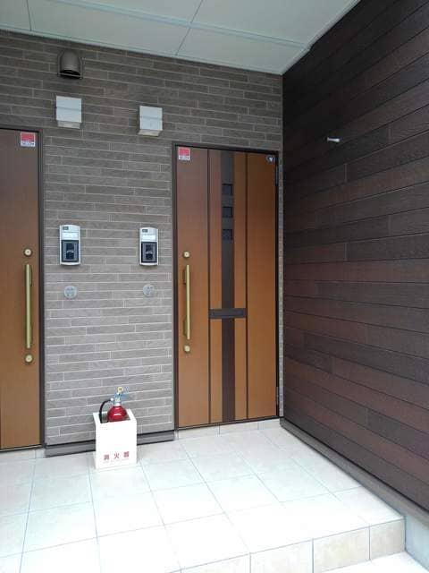 Maison de フルール 201号室の玄関