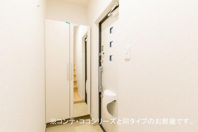 フォレスト 横須賀 202号室の玄関