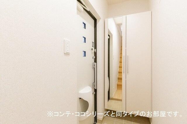 フォレスト 横須賀 206号室の玄関