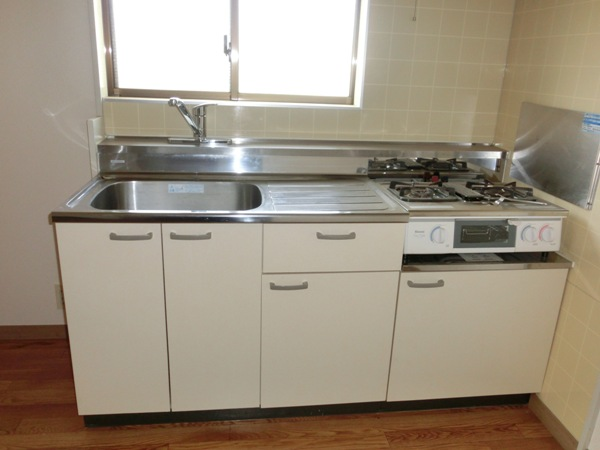 メゾンパロアルト 202号室のキッチン