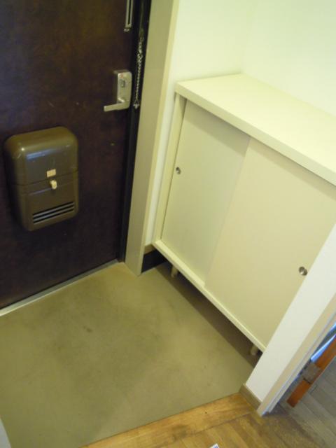 コーポオリンピア 203号室の玄関