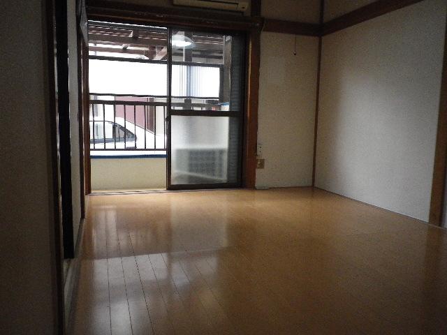 サンハウス松本B B101号室のリビング