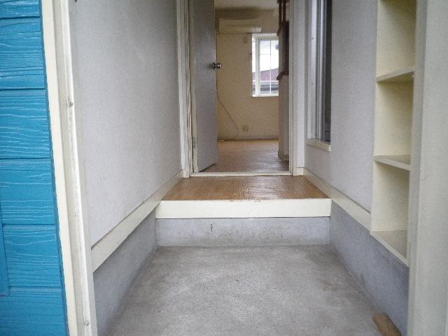 ピアマイン勝山 202号室の玄関