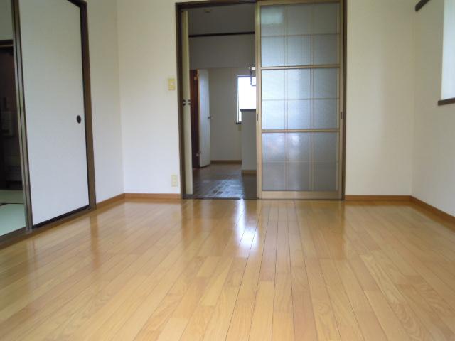 アパートメント294番館A棟 A201号室のリビング