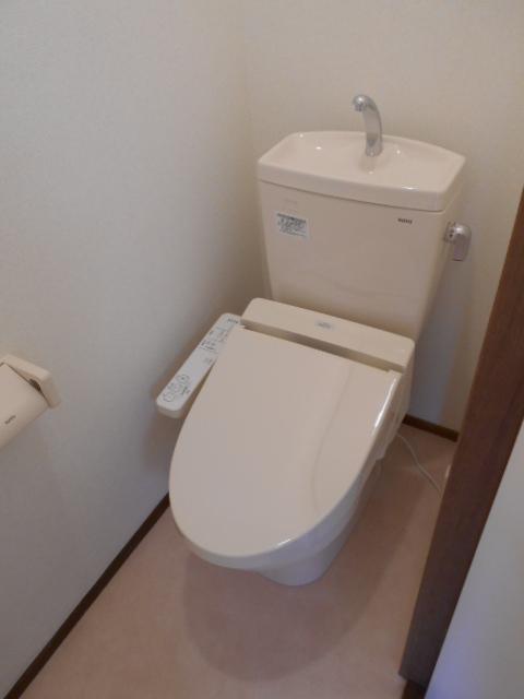 フラワーコーポ 202号室のトイレ