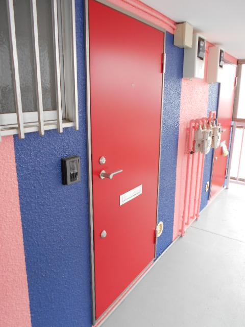 フラワーコーポ 202号室の玄関