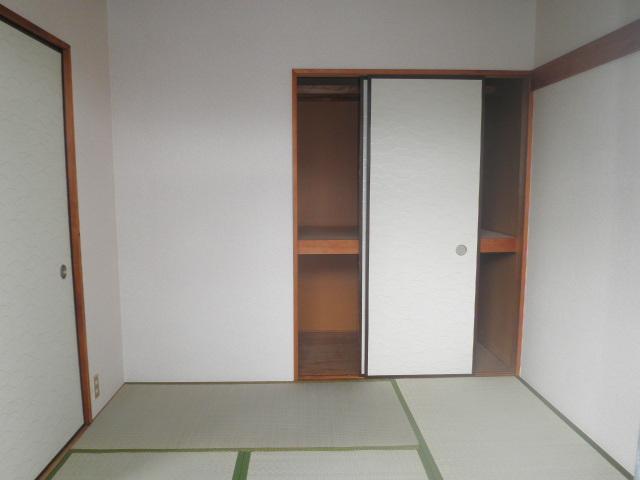 辻サンハイツ 203号室のベッドルーム
