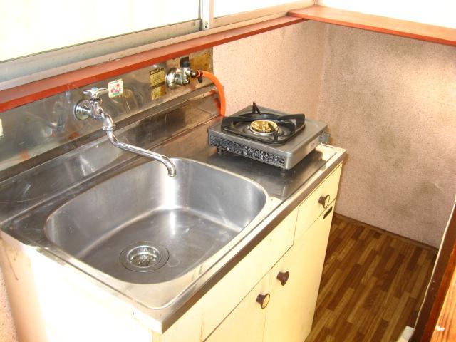 カレッジハイツ 103号室のキッチン