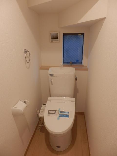屋上のある家 Green Roofのトイレ