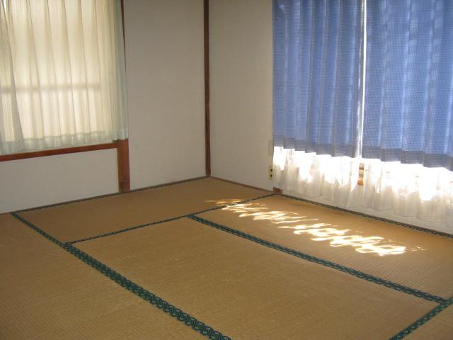 明美荘 201号室のリビング