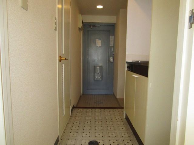 助信モンドEAST 102号室の玄関