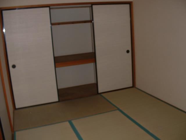 サンモールタナカ 201号室のリビング
