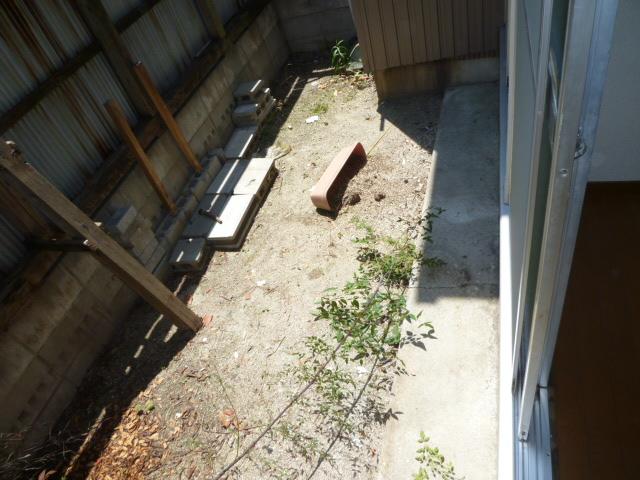 第一荒中荘 2D号室の庭
