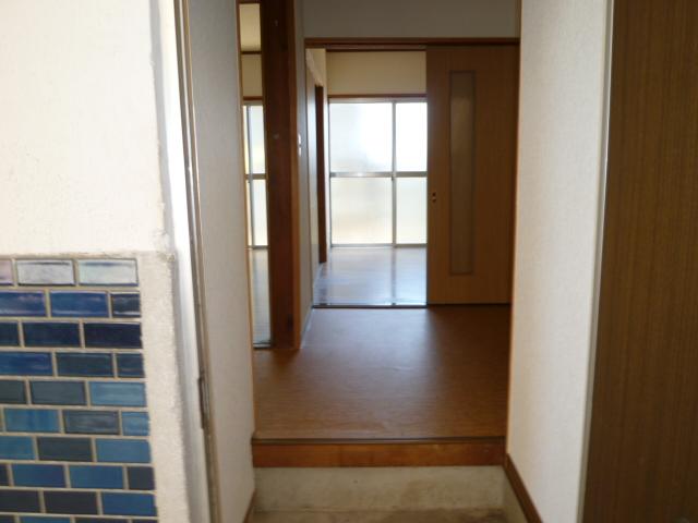 第一荒中荘 2D号室の玄関